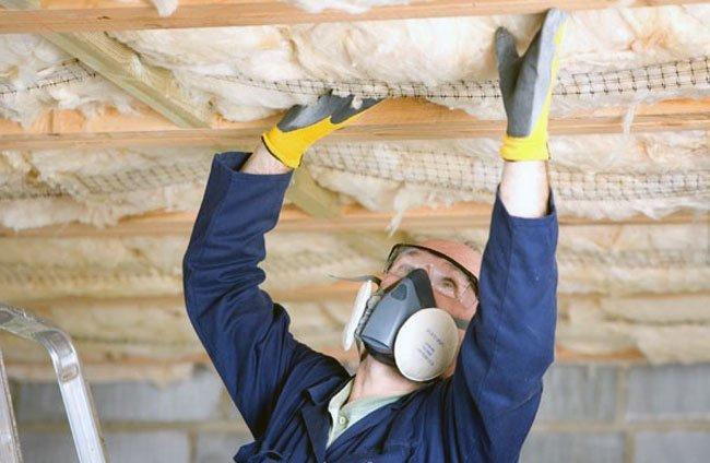 Isolation du plafond avec de la laine minérale