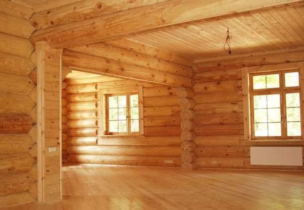 Maison en rondins de bois de l'intérieur