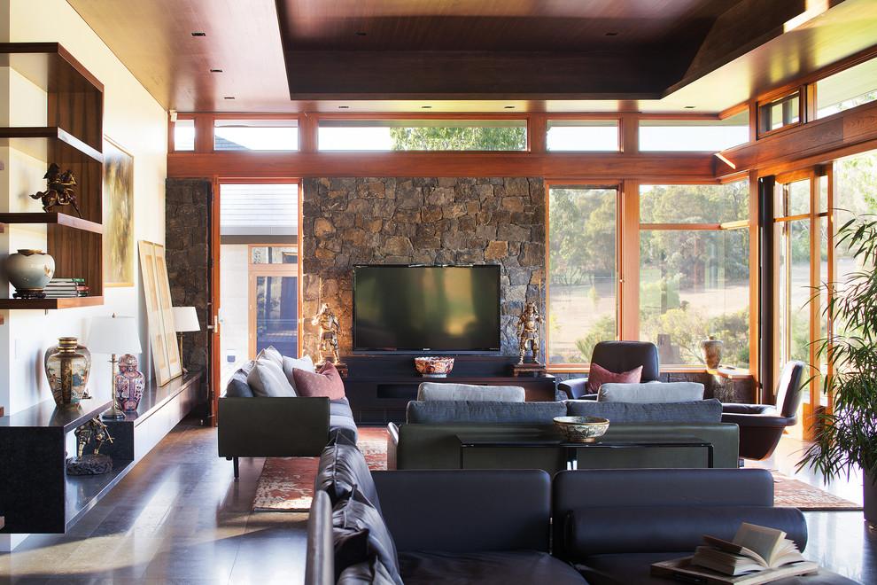 Un plafond en bois dans un intérieur japonais fait partie intégrante de ce dernier.