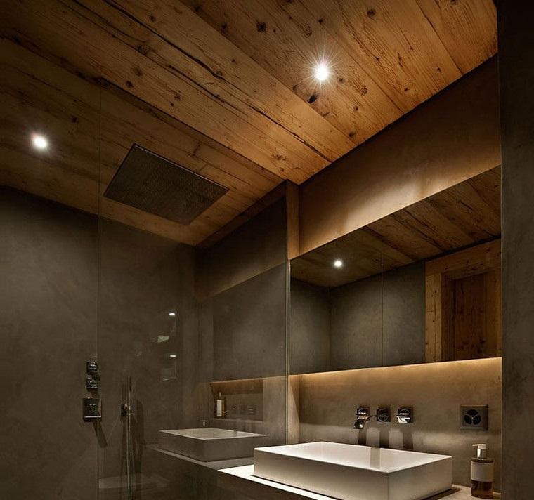 Le bois vieilli est le complément parfait d'une salle de bains moderne.