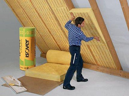 Isolation du toit d'une maison à ossature en bois par l'intérieur