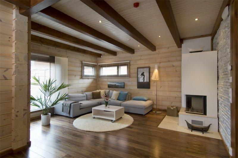 Les poutres massives du plafond donneront à votre intérieur un air de stricte retenue.
