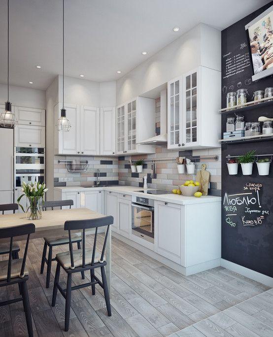 Le mur de bavardage dans la cuisine est une excellente idée de design.