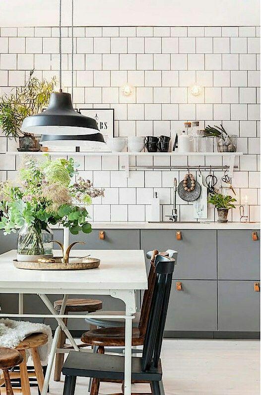 Le choix de différentes chaises pour la cuisine fera ressortir la personnalité de la cuisine.