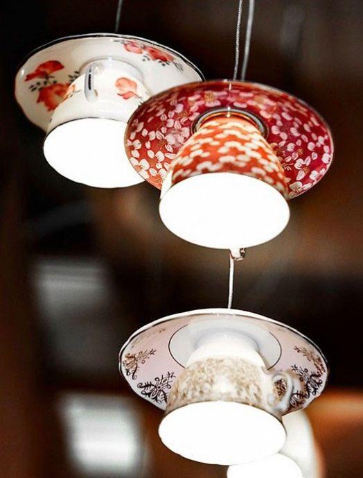 Le luminaire en forme de tasse à thé ne passera pas inaperçu aux yeux de vos invités.