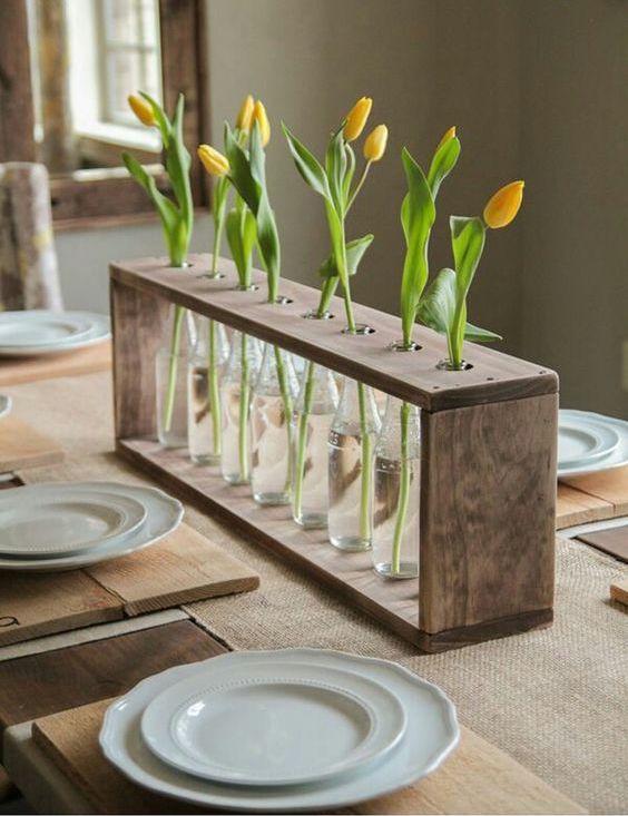Les fleurs vivantes sont le moyen le plus simple de donner à une pièce un aspect frais et festif.