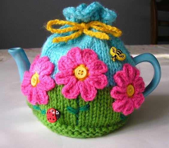 Avec une théière comme celle-ci, vous aurez du plaisir à boire du thé le matin.