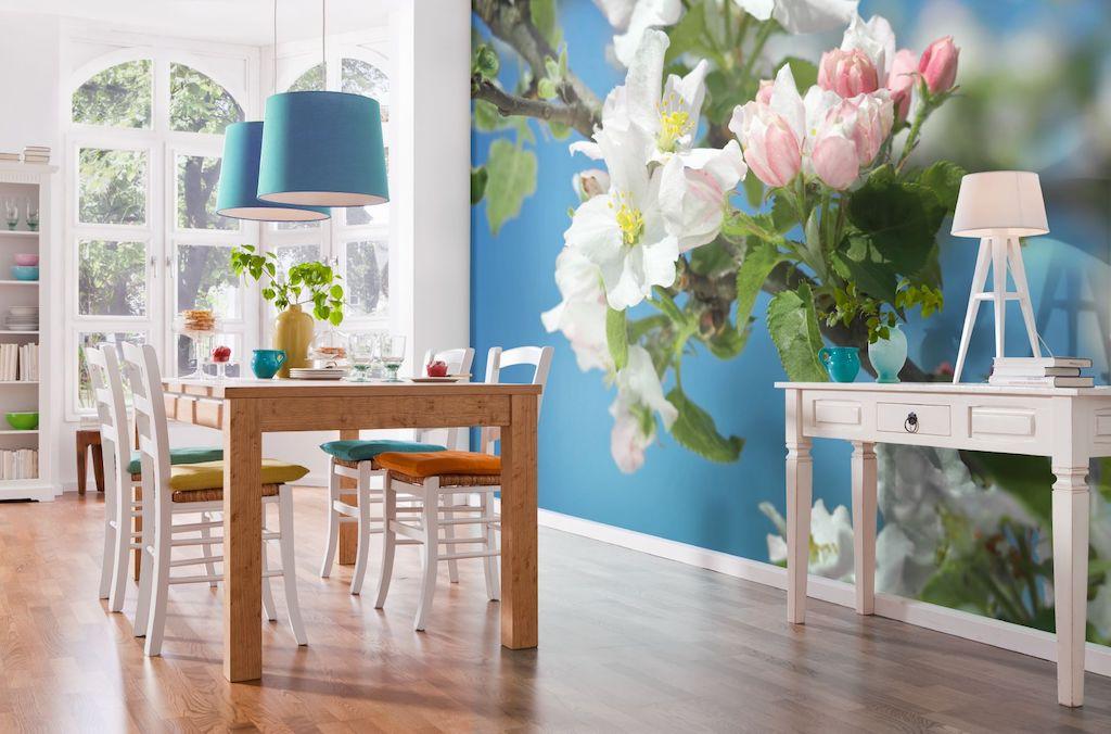 Papier peint brillant sur le mur - le meilleur moyen de s'éloigner de la simplicité intérieure