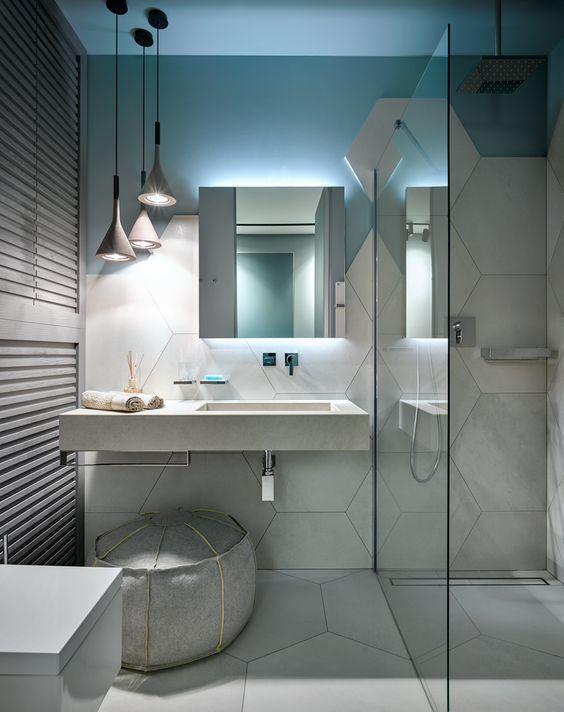Даже ванна небольшой площади может смотреться эффектно и гламурно