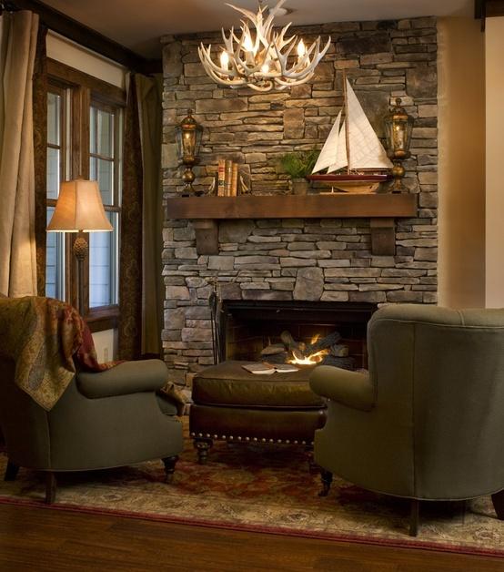Créer un coin chaud et confortable avec une cheminée n'est pas difficile du tout.