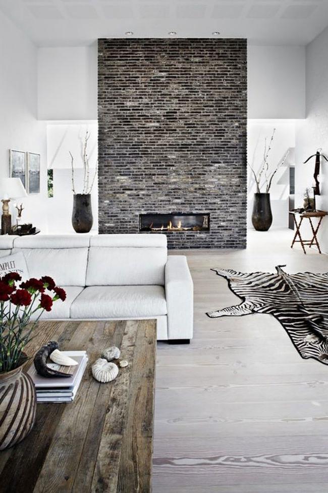 Une cheminée classique en briques, solide et élégante