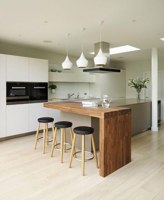 Светлая кухня - правильный выбор в пользу практичности