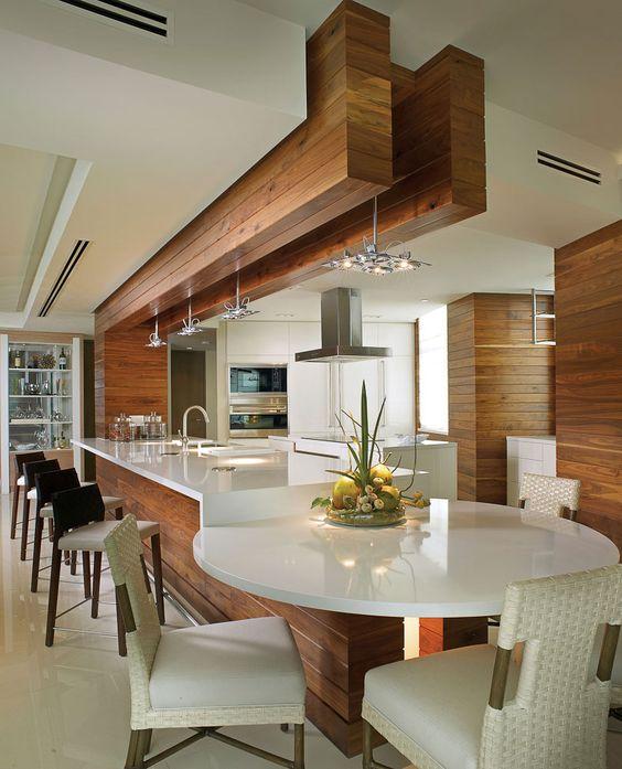 Кухня разделенная на две зоны. Первая для приготовления пищи, вторая для её приема
