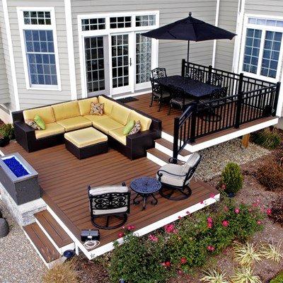 Une terrasse à deux niveaux peut être divisée en deux zones différentes