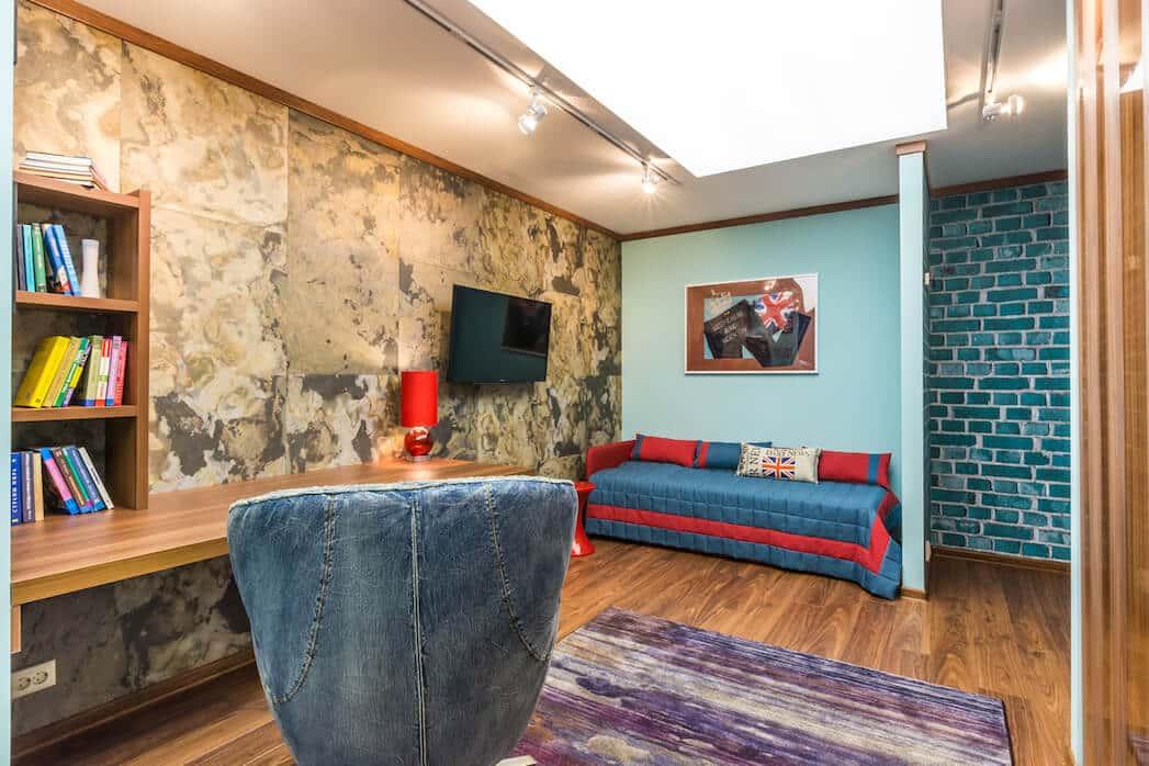 Chambre d'enfant moderne pour adolescent avec un beau plafond en cloisons sèches