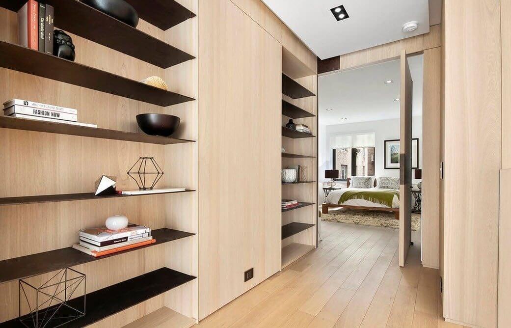 Si la taille du couloir le permet, il peut être transformé en un excellent mini-entrepôt pour divers objets.