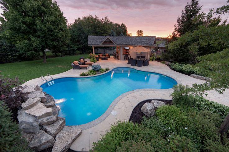 Une maison de campagne avec piscine est un signe de statut social élevé et de richesse de son propriétaire.