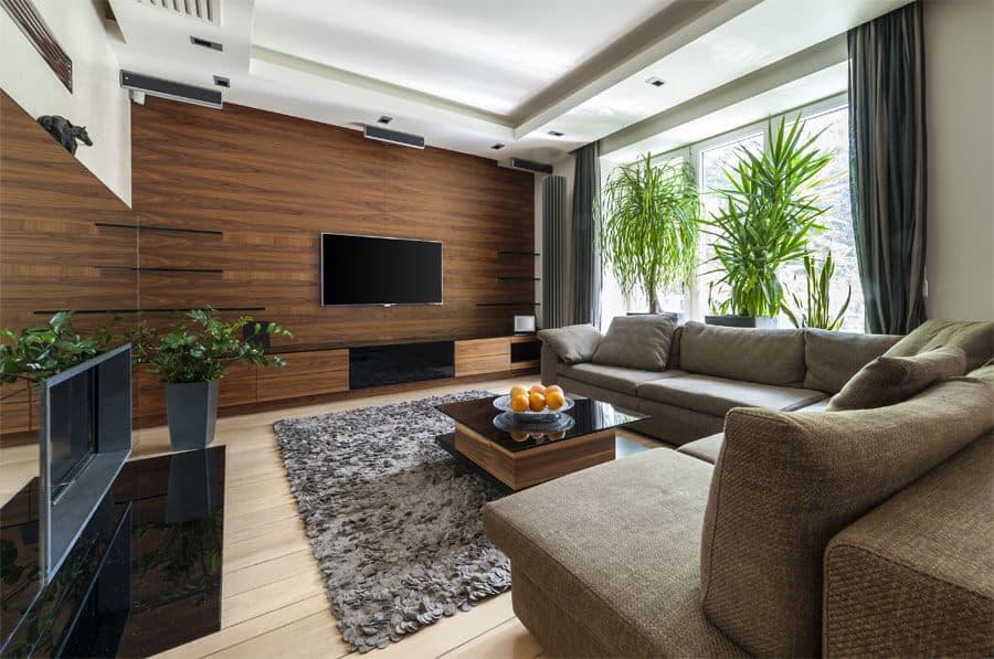 Le principal avantage du plafond suspendu en plaques de plâtre est qu'il permet de dissimuler les câbles électriques et autres équipements.