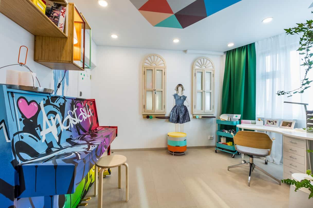 Une chambre d'enfant aux couleurs saturées apportera toujours beaucoup de positivité.