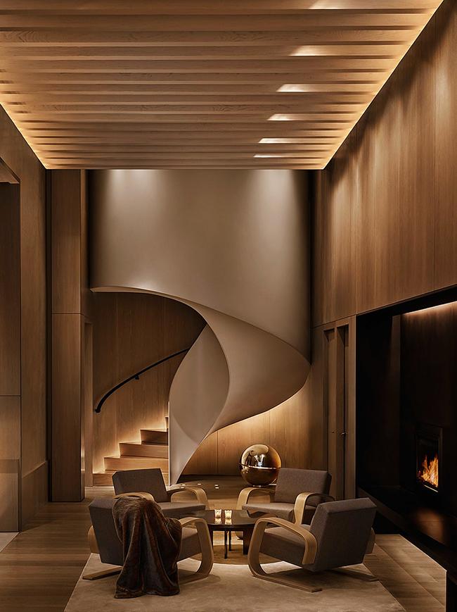 Le style moderne aime l'expérimentation. L'escalier d'une maison privée ne fait pas exception.