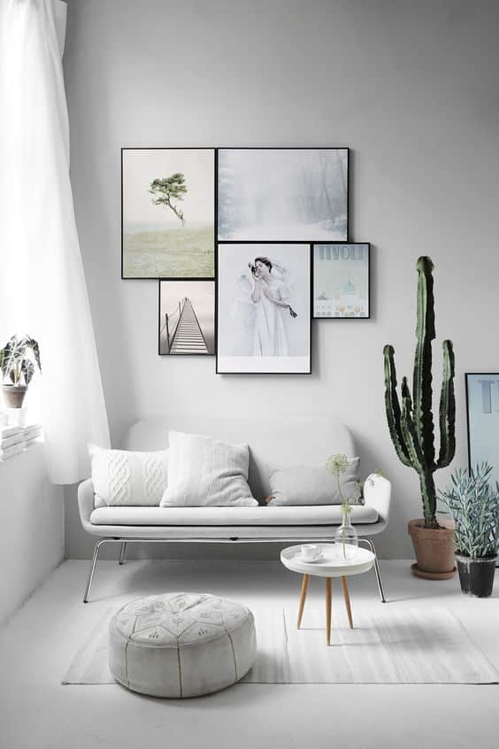 Les rideaux translucides et légers donnent une impression d'espace et de propreté à une pièce.