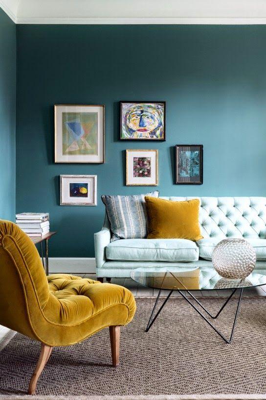 L'ajout d'accents lumineux dans un intérieur permet de mettre en valeur de belles peintures.