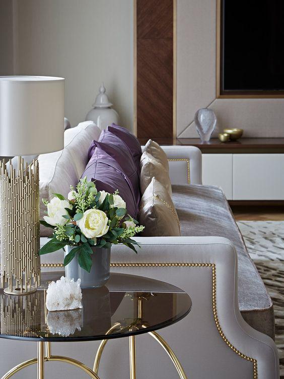 La dorure est idéale pour un style minimaliste. En combinaison avec des teintes plus claires, il confère à l'intérieur une personnalité particulière.