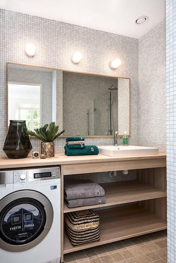 Il est important de se rappeler que seuls des matériaux en bois résistant à l'humidité peuvent être utilisés pour la salle de bain.