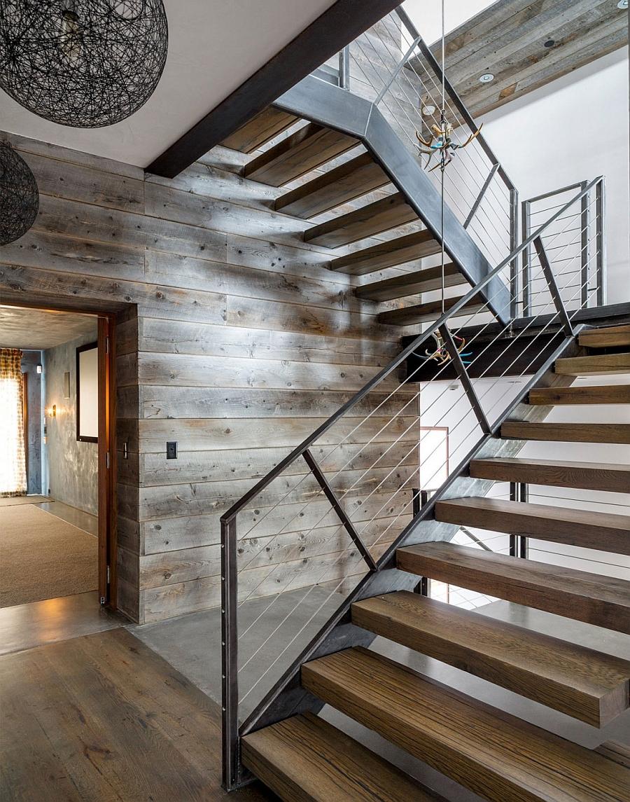 Escalier Art nouveau élégant menant au deuxième étage.