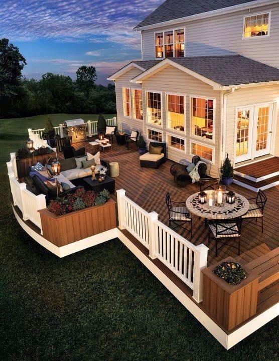 Terrasse spacieuse et luxueuse équipée de tout ce dont vous avez besoin pour des vacances inoubliables.