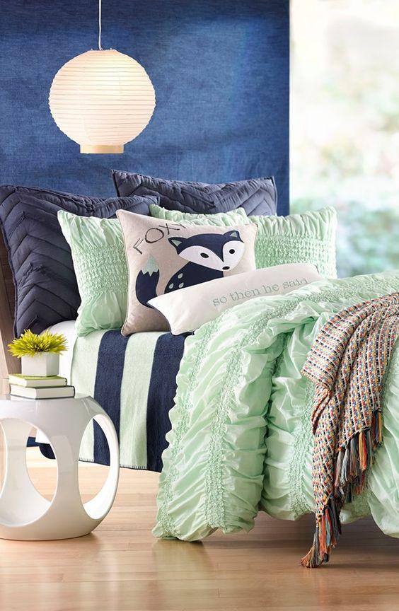 Le vert doux (pistache) et le bleu créeront une harmonie vraiment parfaite dans la chambre à coucher.