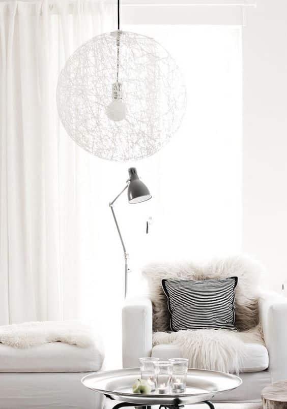 La couleur blanche est si séduisante que l'on a envie de la prendre et de s'immerger dans un état de tranquillité et de paix divine.