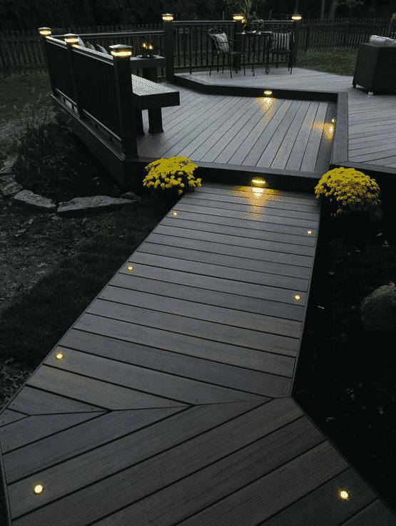 L'une des teintes les plus populaires pour les terrasses modernes est considérée comme la couleur wengé.
