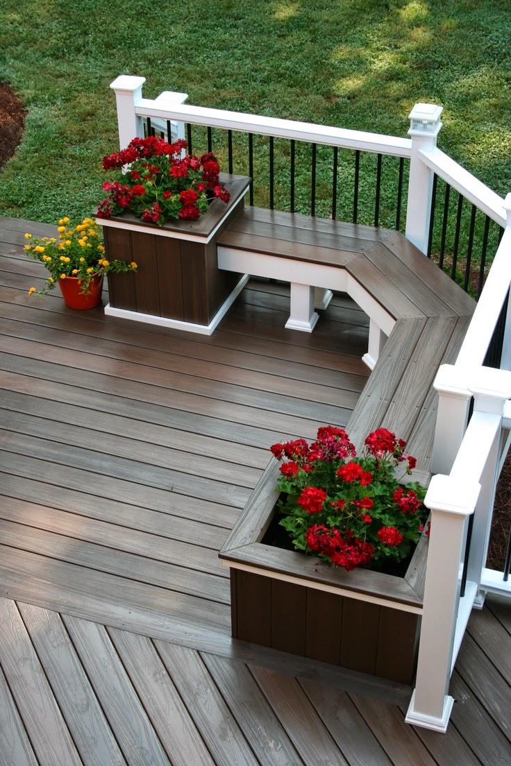 De jolis parterres avec de belles fleurs seront la meilleure décoration pour toute terrasse.
