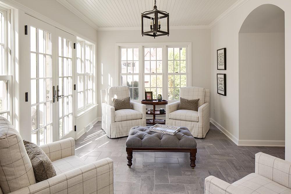 Le blanc donne à votre porche un aspect aéré et léger.