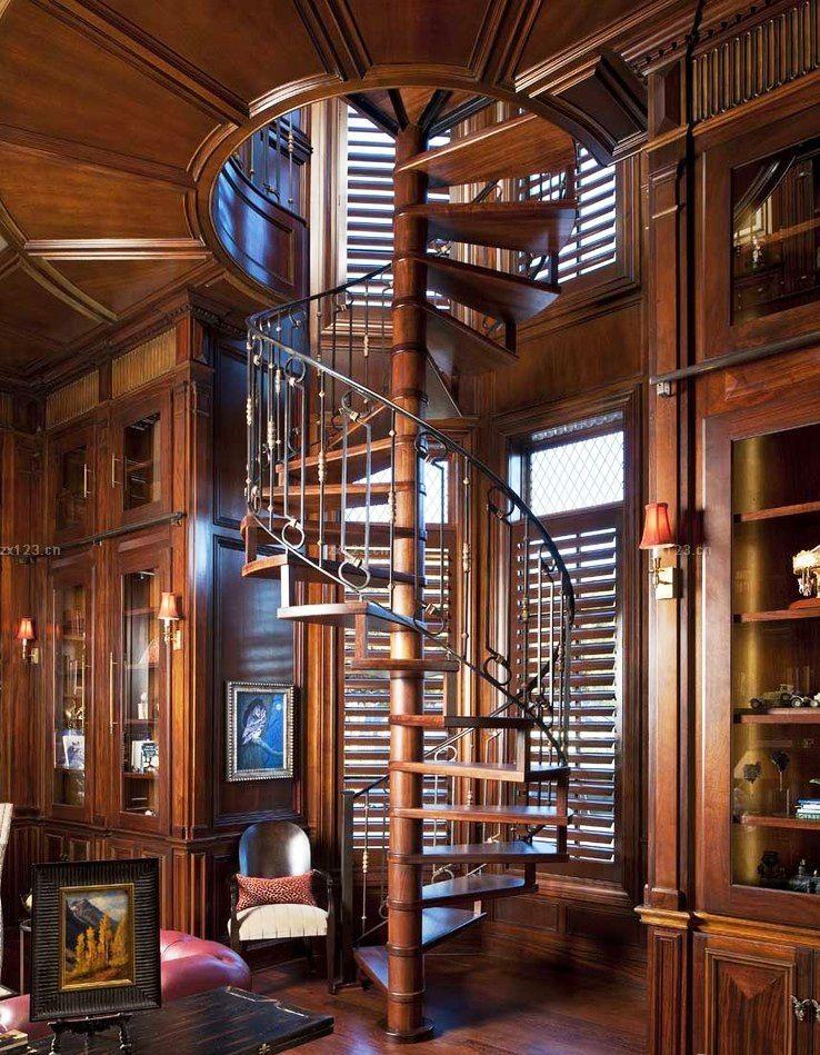 Un escalier en colimaçon au caractère sévère et masculin