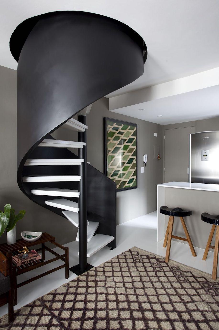 La combinaison classique du noir et du blanc confère à l'intérieur un flair inimitable.