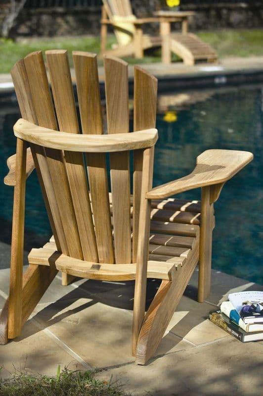Удобный складной стул для дачи выполненный из массива