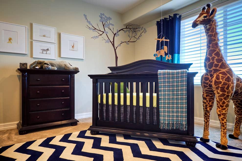 Les rideaux courts sont idéaux pour une chambre avec des enfants de moins de 3 ans.