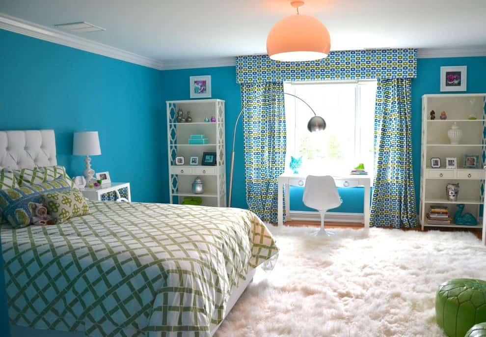 Essayez de choisir le matériau des rideaux de manière à ce qu'il s'adapte le mieux possible à l'intérieur de la chambre de l'enfant.