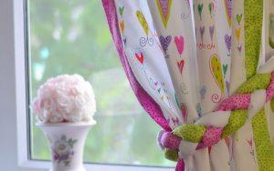 De beaux rideaux pour la chambre de bébé
