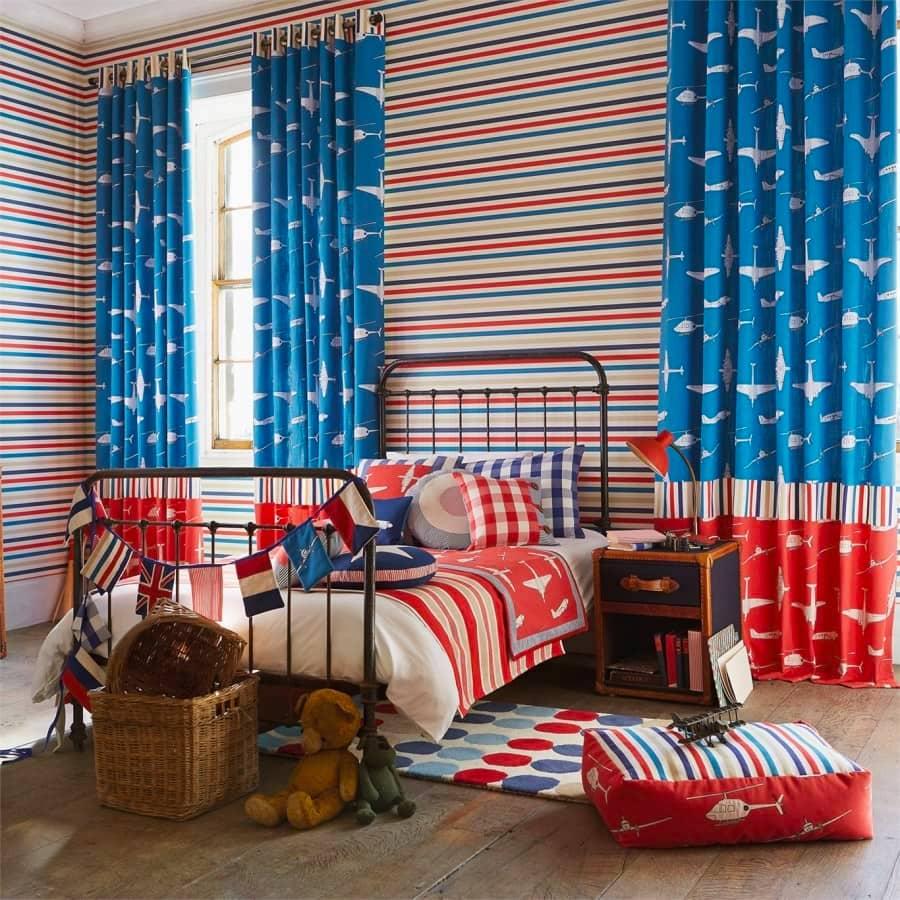 Avec un bon éclairage (de préférence naturel), les rideaux ornés donneront une atmosphère particulière.