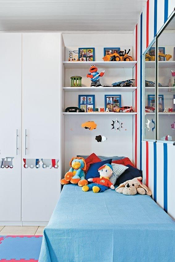 Les étagères ouvertes s'intègrent parfaitement au design de la chambre d'enfant. En outre, ils sont indispensables pour ranger diverses babioles ou jouets préférés.