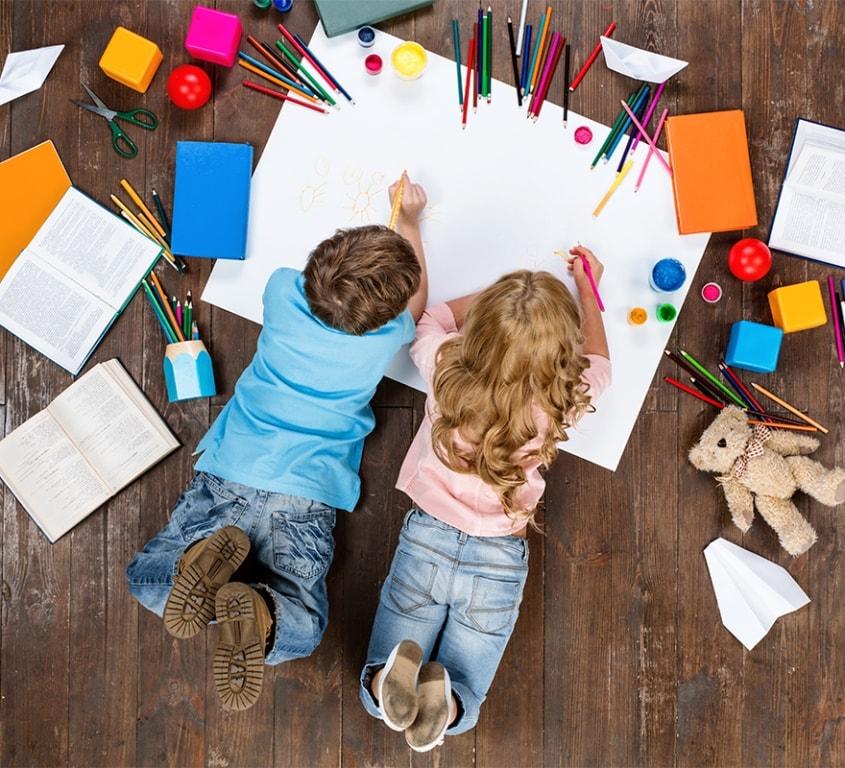 Permettez à vos petits de participer également à la décoration de leur future chambre. Leur avis ne doit pas être décisif, mais il vaut la peine de l'écouter.