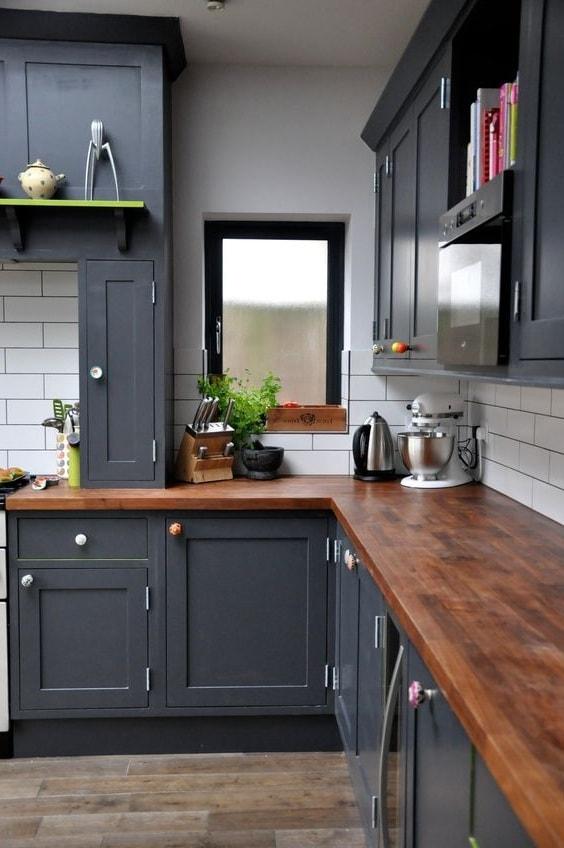 Les nuances de gris donneront à l'intérieur de la cuisine des traits de caractère à la mode et polyvalents.