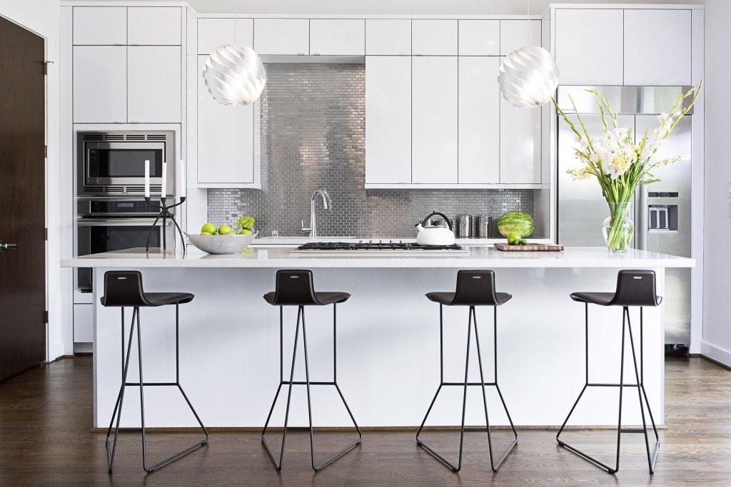 Un tablier de cuisine en métal est élégant, efficace et ultramoderne