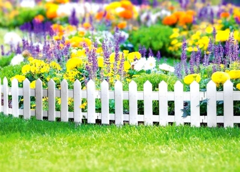 Высота заборчика для цветника не должна быть слишком большой, оптимальным размером считается 30-35 см.