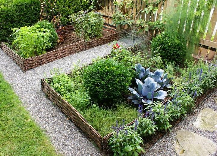 Правильно организованное ограждение придаст вашему саду красивый и ухоженный вид