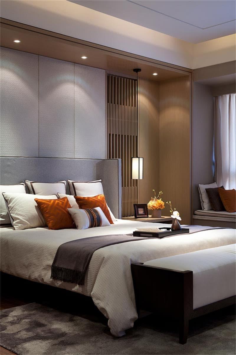 Intérieur de chambre élégant avec un goût impeccable, combinant une étonnante combinaison de nuances claires et brunes