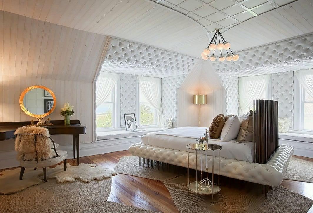 La sélection d'un endroit pour dormir en utilisant un matériau souple pour cela, comme par le lit - sera une excellente solution.